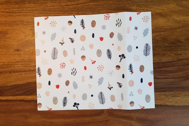 Geschenktüten basteln: Geschenkpapierbogen