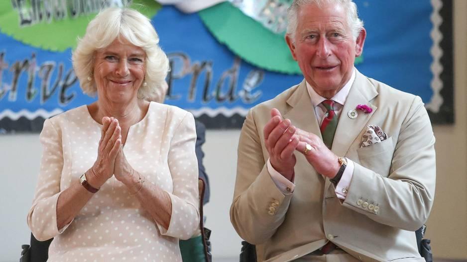 Standing Ovations: Diese Stars klatschen für die Ärzte und Pfleger: Camilla und Charles