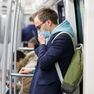 Corona-Verdacht: Mann im Zug