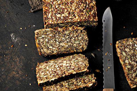 Backen ohne Mehl: Saatenbrot
