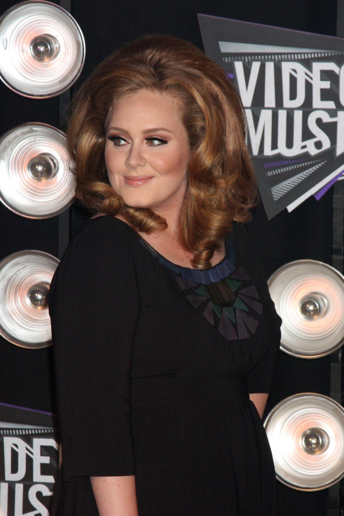70er Jahre Frisuren Adele mit Föhnfrisur
