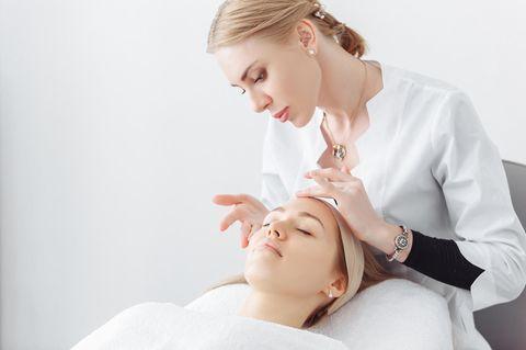 Kosmetikerin: Kosmetikbehandlung