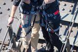 Herzogin Meghan + Prinz Harry: klettern auf Brücke