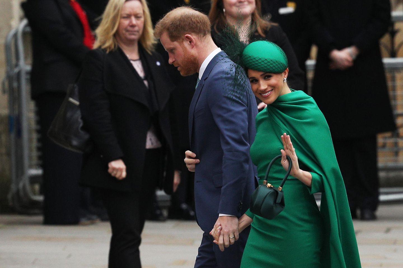 Herzogin Meghan + Prinz Harry: winken
