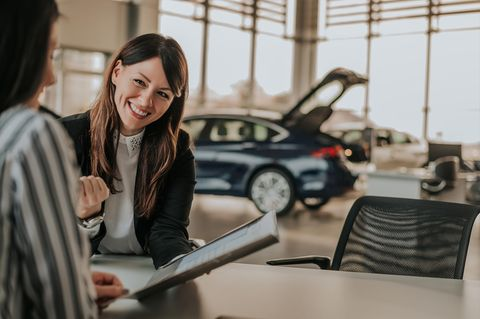 Automobilkaufmann: Automobilkauffrau