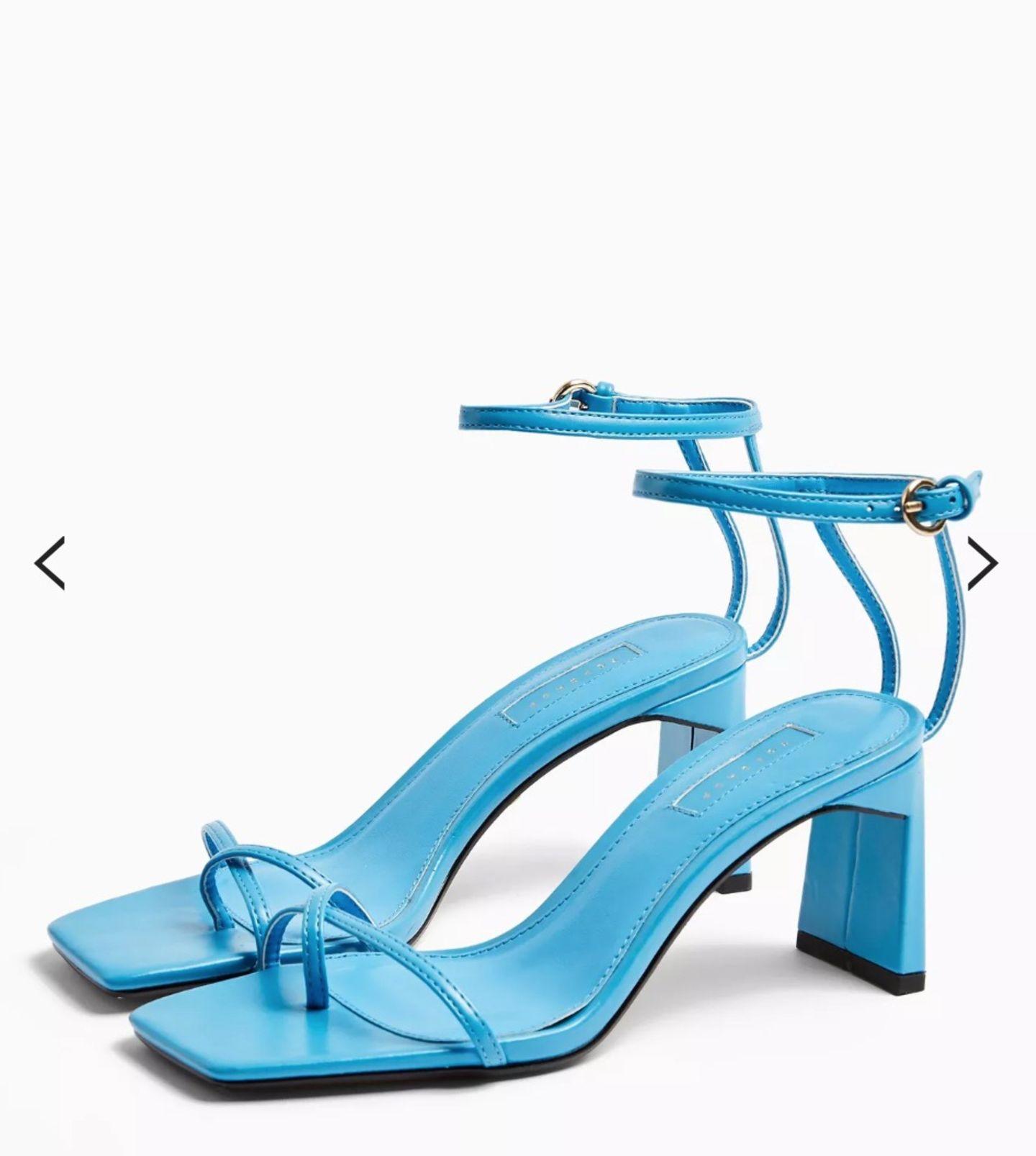 Die Influencer dieser Welt verlassen das Haus nicht mehr ohne blaue Sandalen, investieren für ihre Treter aber gut und gerne mal ein ein halbes Nettogehalt. Wir sind schlauer und shoppen diese Lookalikes für 57 Euro und heben unseren Look damit genauso aufs nächste Style-Level. Von Topshop.