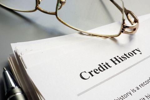 Schufa-Eintrag löschen lassen: Kredithistorie auf Papier