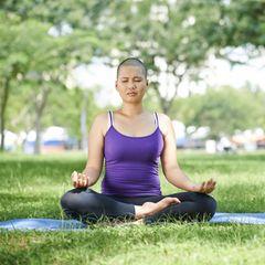 Wie Yoga bei Brustkrebs hilft