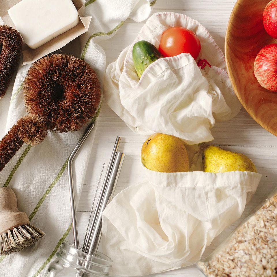 Nachhaltigkeit in der Küche: Küchenutensilien und Obst