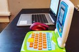 Homeoffice mit Kindern: Laptop und Spiellaptop