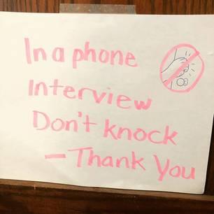 Homeoffice mit Kindern: Schild an der Tür