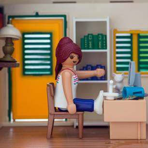 Homeoffice mit Kindern: Playmobilfigur