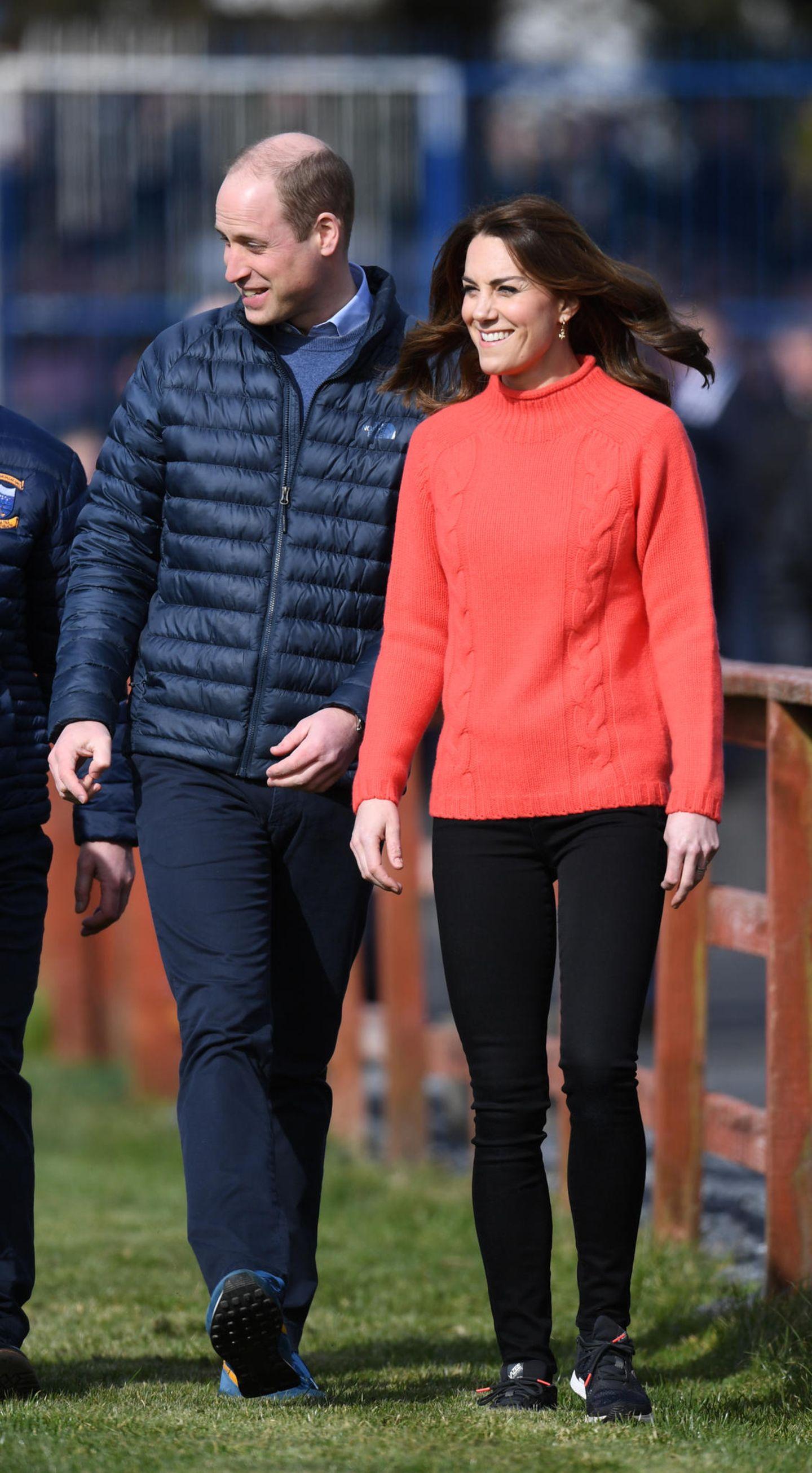 Casual Looks der Royals: Herzogin Kate im Pulli