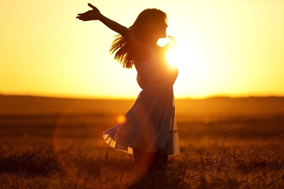 Energiesuche: Glückliche Frau