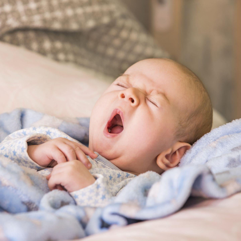 Einschlafhilfe fürs Baby: Baby gähnt