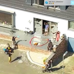 Herzerwärmende Hubschrauberaktion verbreitet Gemeinschaftsgefühl in Belgien: Familie im Garten