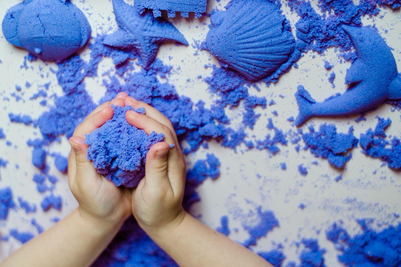 Zaubersand selber machen: Blauer Sand