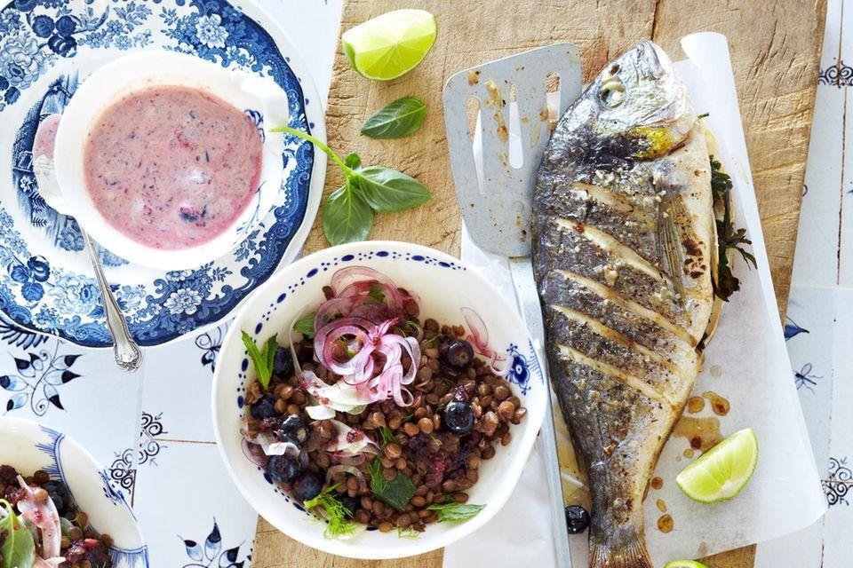 Dorade mit Blaubeer-Linsen-Salat