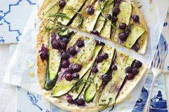 Blaubeer-Rezepte: Zucchini-Blaubeer-Flammkuchen