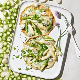 Spargel-Pfannkuchen mit Gorgonzola