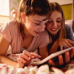 Teenies am Tablet