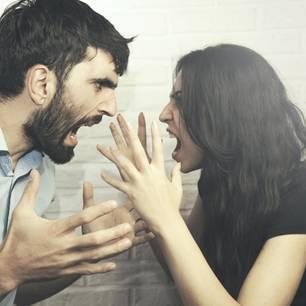 Paroli bieten: Ehepaar schreit sich an