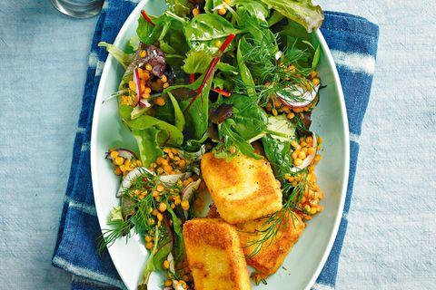 Salat mit Schafskäse und Linsen-Vinaigrette