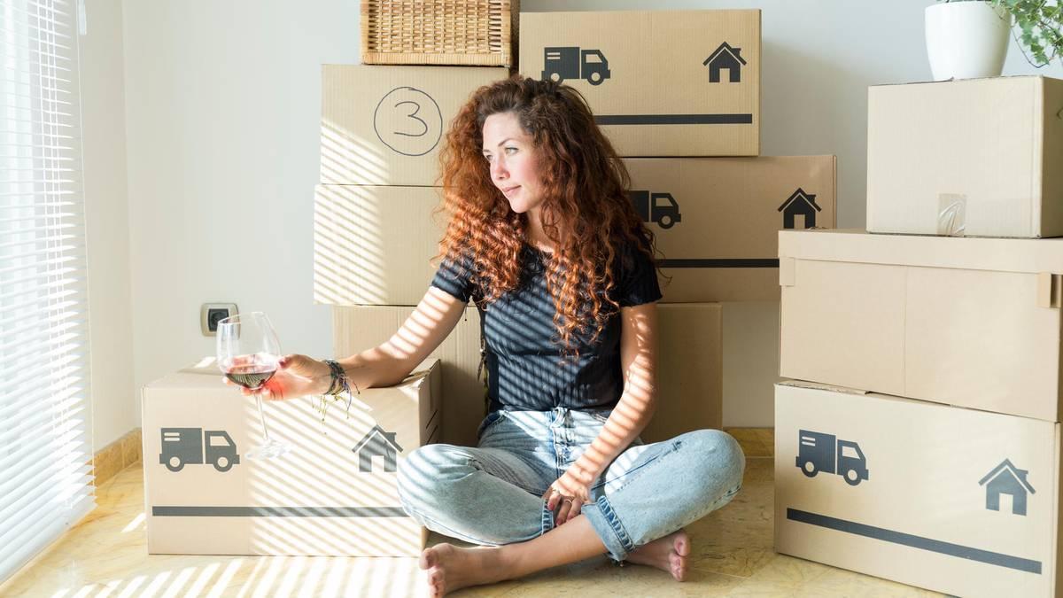 Auf gepackten Kartons: Umziehen in Zeiten von Corona