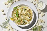 Löwenzahn-Pesto mit Spargel und Fettuccine