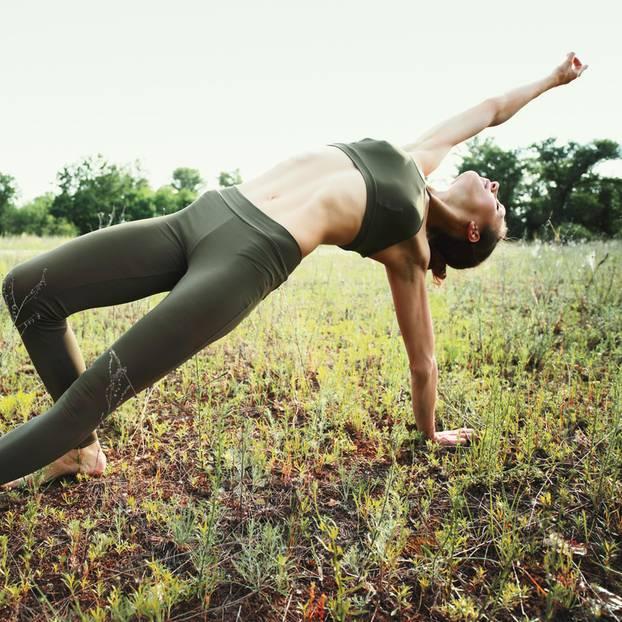 5 Elemente Workout: Yoga auf der Erde