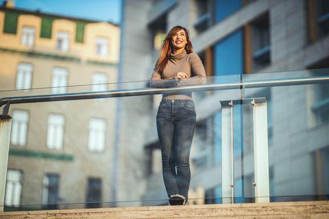 Fehler machen: Frau an Reling