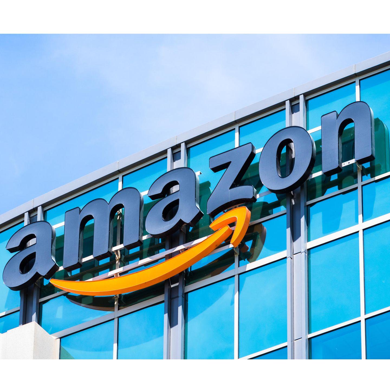 """Was kann ich verkaufen? Bücher, DVDs, Spiele, Spielkonsolen und Zubehör    Wie funktioniert das? ISBN-Nummer, Produktname oder ein Schlagwort in das Suchfeld auf www-Amazon-Trade-In.deeingeben. Wenn Sie das Buch, das Spiel oder die DVD gefunden haben, die Sie verkaufen wollen, einfach auf """"jetzt eintauschen"""" klicken. Am Ende den Verkauf abschließen (funktioniert genauso wie bei Momox).    Was muss ich noch wissen? Bei Amazon gibt es für eingetauschte Sachen kein Geld via Überweisung, sondern einen Amazon-Gutschein, der Ihrem Kundenkonto gutgeschrieben wird. Den können Sie bei Ihrer nächsten Bestellung bei Amazon verrechnen. Es können nur maximal zwei gleiche Produkte eingetauscht werden. Das Päckchen muss spätestens sieben Tage, nachdem der Verkauf online abgeschlossen wurde, abgeschickt werden."""