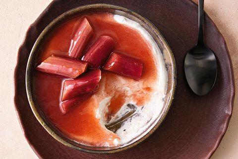 Joghurtcreme mit Rhabarber-Kompott