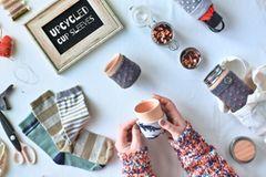 Upcycling: Socken als Schutzhuelle