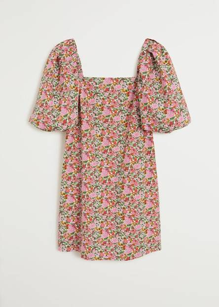 Noch nie haben Puffärmel so süß und sexy zugleich ausgesehen. Wir lieben dieses Minikleid von Mango für rund 50 Euro.