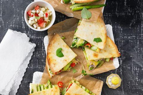 Quesadillas mit Spargel-Salsa