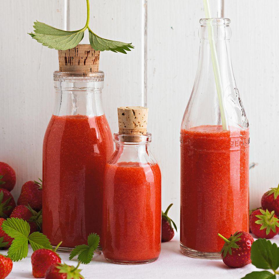 Rhabarbersaft mit Erdbeeren