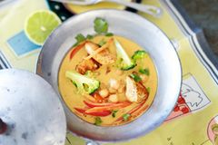 Indisches Kichererbsen-Hähnchen-Curry
