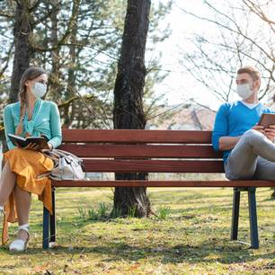 Coronavirus: Kann ich mich schon bei einem Gespräch anstecken?