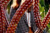 Mode in Naturfarben: Karierter Blazer zu Paperbag-Hose