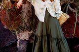 Mode in Naturfarben: Oversized-Bluse über Maxikleid