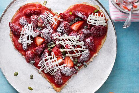 Muttertagskuchen: Muttertagstorte aus Erdbeeren