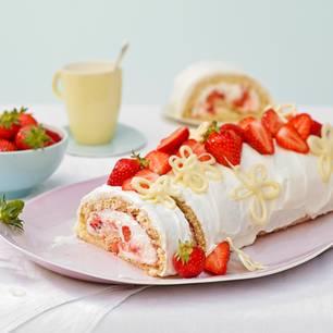 Biskuitrolle: Erdbeer-Schoko-Biskuitrolle