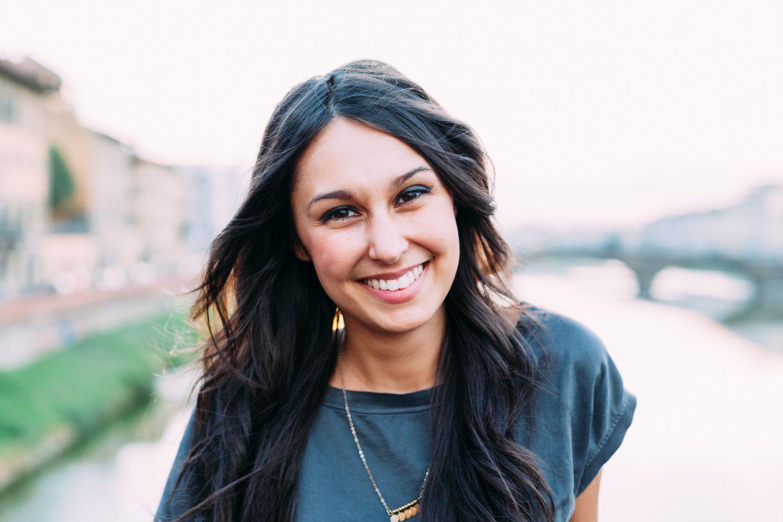 Glaubenssätze auflösen : Frau lächelt in Kamera