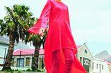 Sommermode 2020: Neonpinkes Kleid mit Jumpsuit