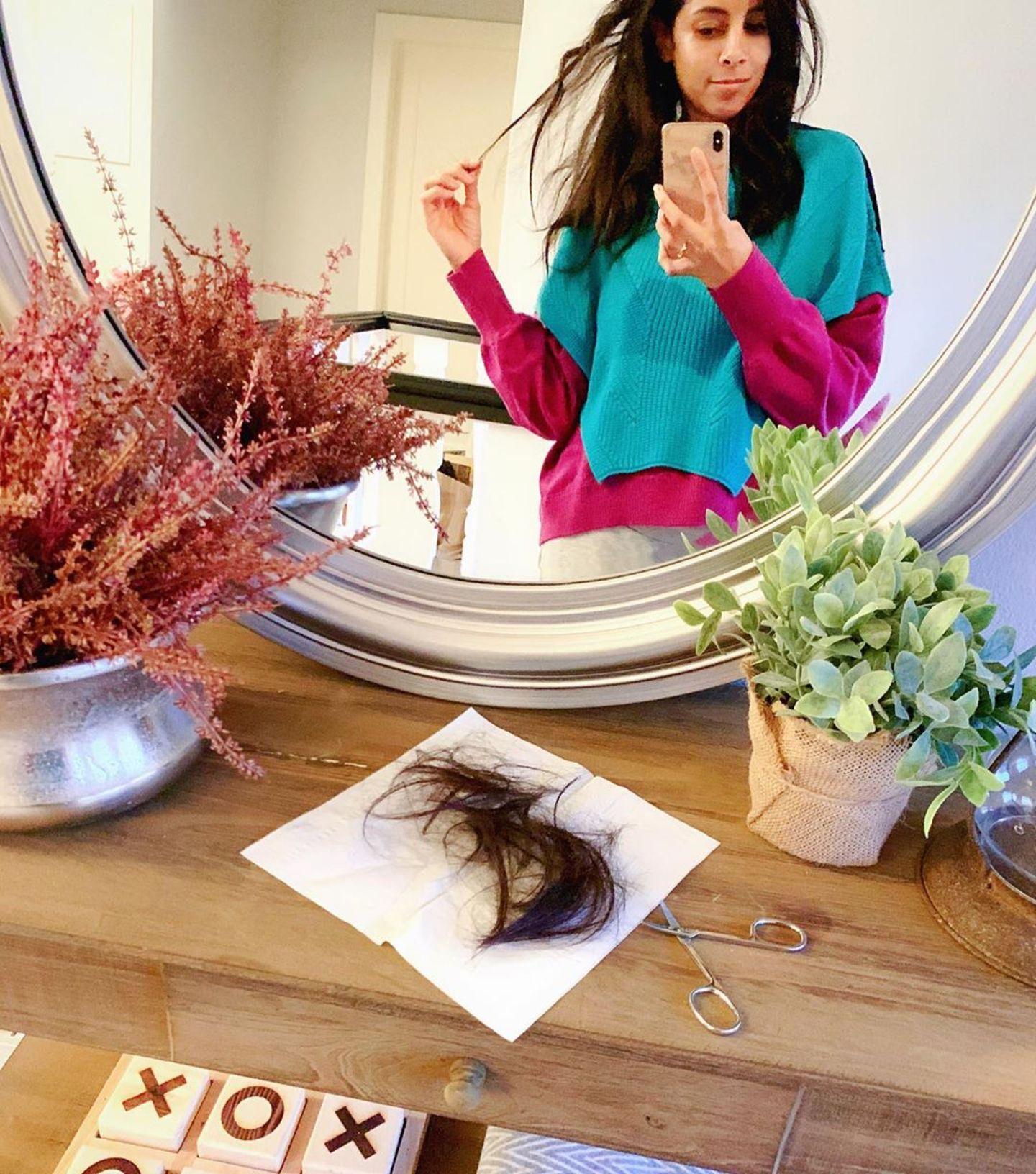 Stars im Home Office: Collien Ulmen Fernandes vor dem Spiegel