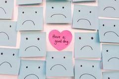 Affirmationen: Viele Notizzettel mit Smileys