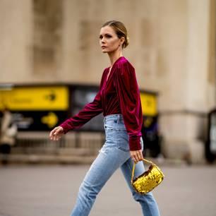 Frühlings-Bluse: Frau mit pinker Bluse