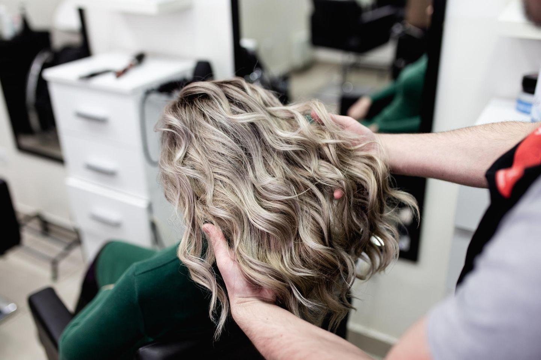 Friseure öffnen wieder: Das müssen wir beachten
