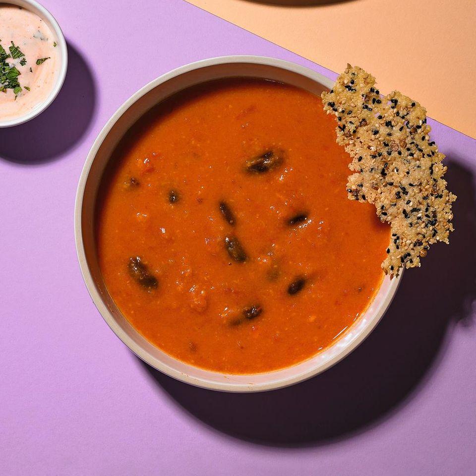 Tomaten-Suppe mit Käse-Knusper